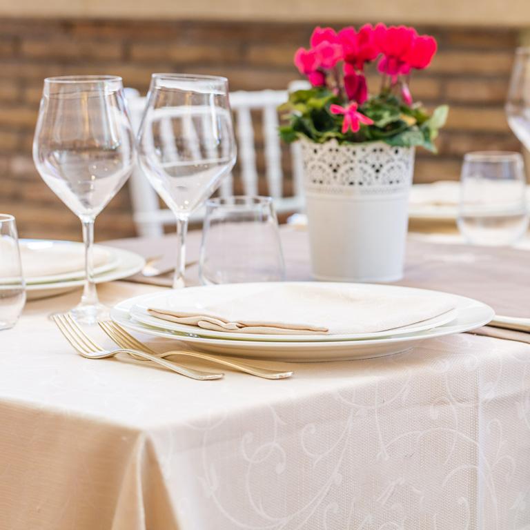 Pacifico Lavanderia Industriale per Ristoranti, Catering e Banqueting. Servizi di noleggio tovagliati e divise per il personale.